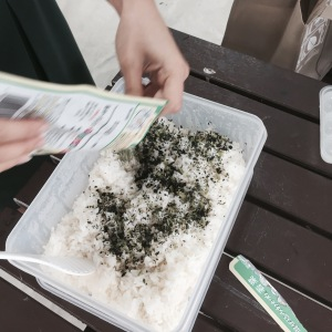 Sprinkle a generous amount of Japanese seaweed seasoning